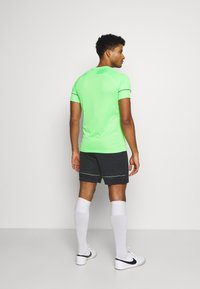 Nike Performance - ACADEMY SHORT - Träningsshorts - black/green strike - 2