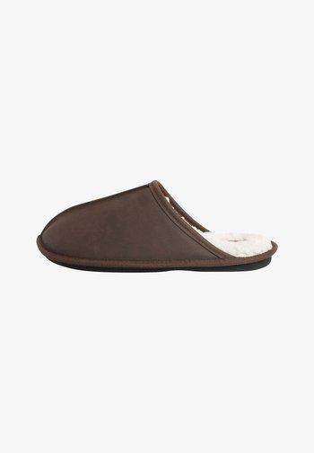 WAXY FINISH - Tofflor & inneskor - brown