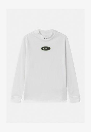 MOCK GLOW PATCH - Langærmede T-shirts - white