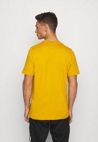 adidas Performance - ESSENTIALS SPORTS SHORT SLEEVE TEE - Print T-shirt - legacy gold - 2