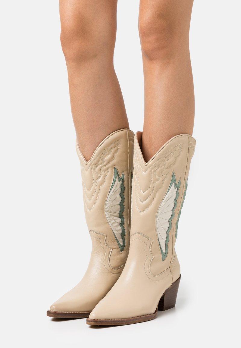 Bronx - JUKESON - Cowboy/Biker boots - camel/sage green