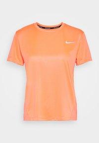 Nike Performance - MILER - Triko spotiskem - bright mango/silver - 3