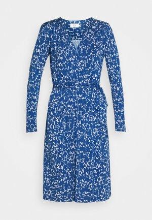 PRINTED - Žerzejové šaty - blue