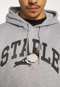 STAPLE PIGEON - COLLEGIATE HOODIE UNISEX  - Hoodie - heather grey - 5