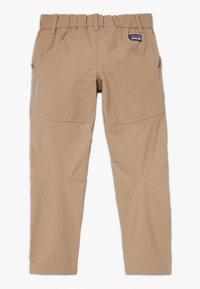 Patagonia - BOYS SUNRISE TRAIL PANTS - Trousers - mojave khaki - 1