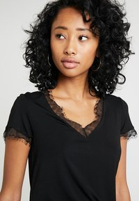 Morgan - DMINOL - Print T-shirt - noir - 3