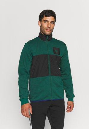 TRACK ESSENTIALS - Zip-up sweatshirt - collegiate green/black