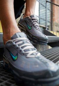 Nike Sportswear - AIR VAPORMAX 360 - Zapatillas - iron grey/enigma stone/metallic cool grey/black/anthracite - 2