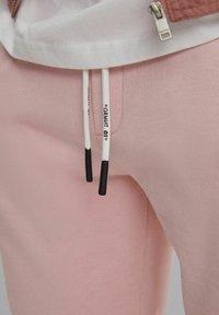 Bershka - MIT PRINT - Shorts - pink - 4