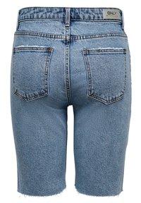 ONLY - JEANSSHORTS ONLEMILY HW LONG - Jeansshorts - light blue denim - 6