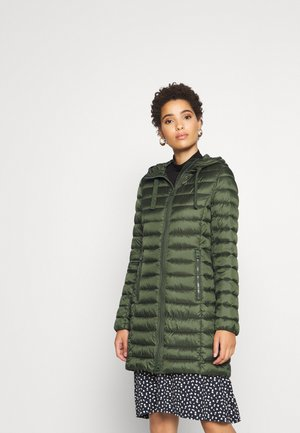 COAT SHAPED FIT ZIPPER POCKETS FIX HOOD - Wollmantel/klassischer Mantel - lush pine