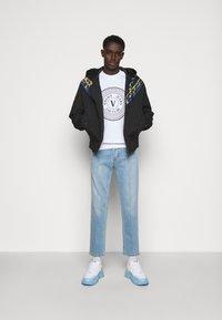 Versace Jeans Couture - CRINKLE  - Veste mi-saison - black - 1