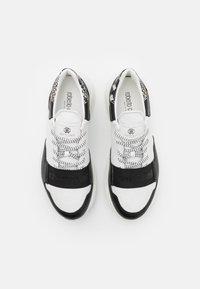 Roberto Cavalli - Tenisky - white/black - 3
