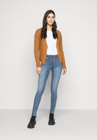 Noisy May Tall - NMLUNA CARDIGAN - Cardigan - brown sugar