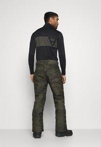 Brunotti - KITEBAR CAMO MENS SNOWPANTS - Zimní kalhoty - pine grey - 2