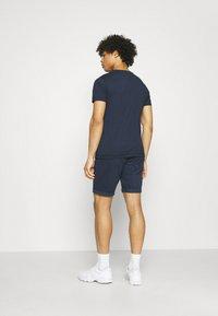 Tommy Jeans - CHEST LOGO TEE - T-shirt z nadrukiem - twilight navy - 2