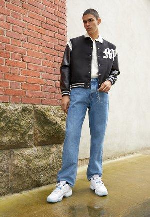 AIR 11 RETRO - Sneakersy niskie - white/legend blue/white/black