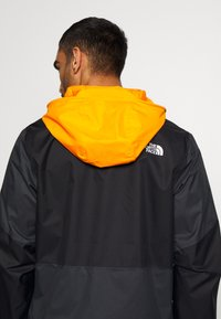 The North Face - MEN'S FARSIDE JACKET - Hardshelljacka - flame orange - 4
