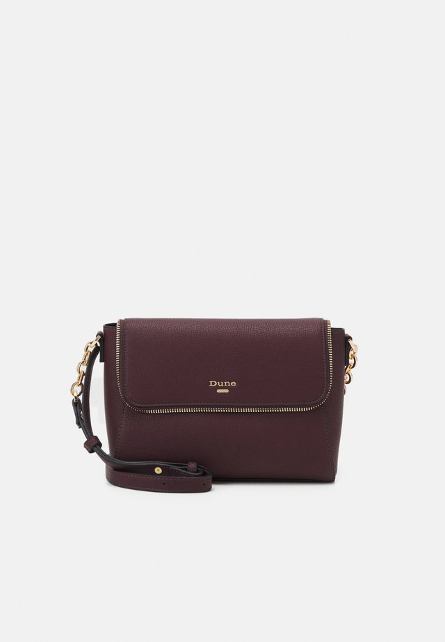 DOROTHEY - Across body bag - berry