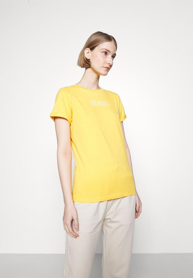 THE SLIM TEE - Print T-shirt - bright yellow
