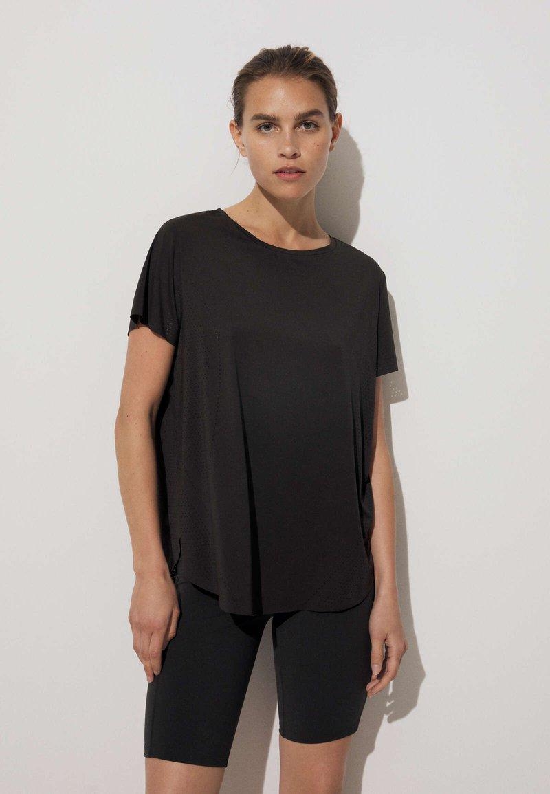OYSHO - TECHNICAL - T-shirt de sport - black