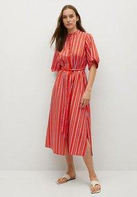Mango - Vestido camisero - rot - 0