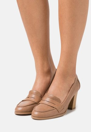 CHANNING - Klassiske pumps - tan