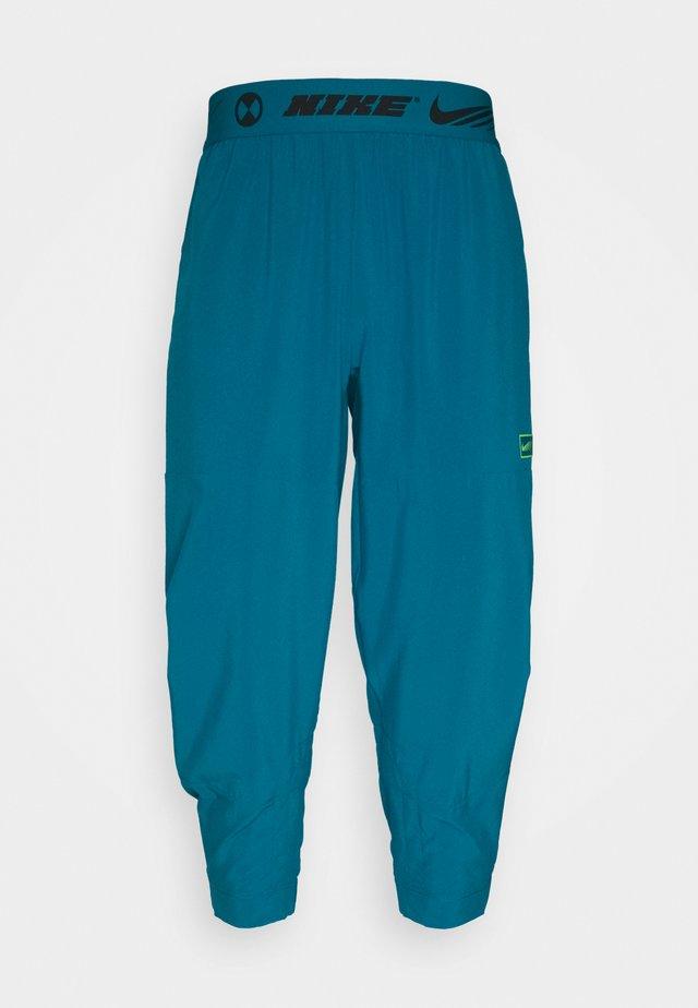 PANT - Teplákové kalhoty - green abyss/mean green