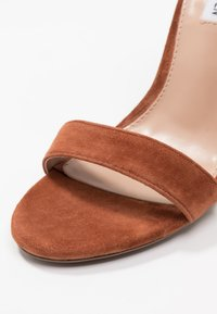 Steve Madden - CARRSON - High heeled sandals - chestnut - 2