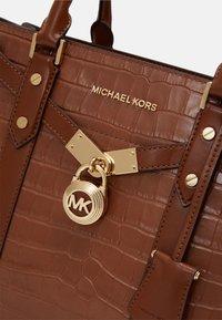 MICHAEL Michael Kors - SATCHEL - Kabelka - chestnut - 3