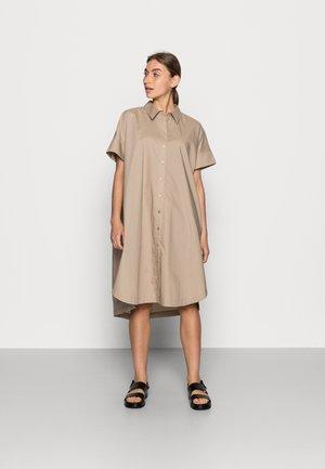 NORIA - Košilové šaty - taupe