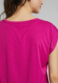 Esprit Sports - Basic T-shirt - berry red - 4