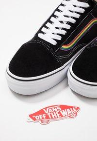 Vans - OLD SKOOL - Sneakersy niskie - black/multicolor/true white - 5