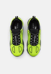 all in - XOX UNISEX - Sneakers laag - green/black - 3