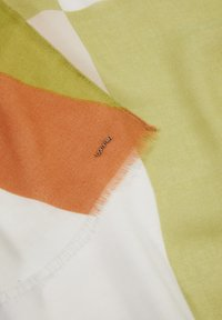 comma - MIT STREIFENMUSTER - Scarf - spring green placed print - 2