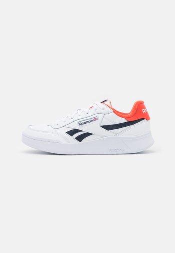 CLUB C LEGACY REVENGE  - Zapatillas - footwear white/vector navy/dynamic red