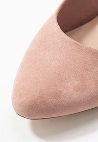Dorothy Perkins Wide Fit - WIDE FIT DIANA ROUND TOE METAIL BLOCK - Szpilki - blush - 2