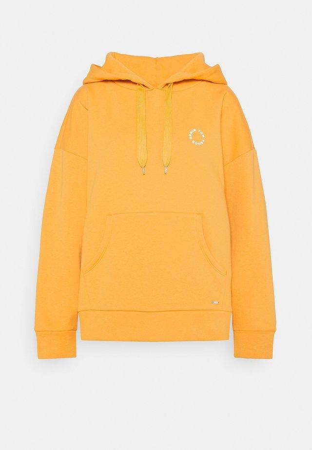 BOLD WORDING HOODY - Sweatshirt - golden amber