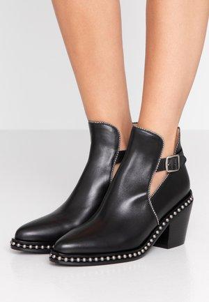 PIPA BEADCHAIN BOOTIE - Ankelstøvler - black