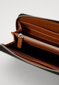 Calvin Klein Jeans - ZIP AROUND - Lommebok - black - 4