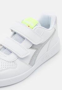 Diadora - PLAYGROUND GIRL - Sports shoes - white/yellow fluo - 5