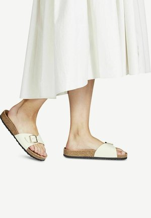 Slippers - nude patent