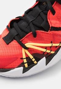 Jordan - WHY NOT ZER0.3 SE UNISEX - Basketbalové boty - bright crimson/black/universe red/white/bright cactus/citron pulse - 5