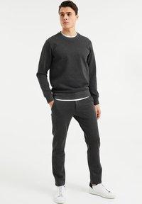 WE Fashion - Chinos - dark grey - 1