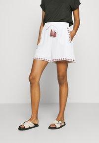 Vero Moda - VMNEWHOUSTON  - Shorts - snow white/multi - 0