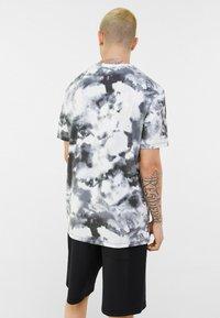 Bershka - Print T-shirt - black - 2