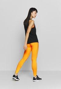 Nike Performance - ONE - Medias - laser orange/white - 2