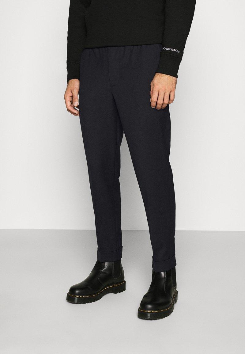 Calvin Klein Jeans - GALFOS - Spodnie materiałowe - black