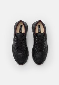 Guess - LUCCA - Trainers - black - 3