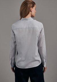 Seidensticker - SCHWARZE ROSE SLIM FIT - Button-down blouse - weiss - 1